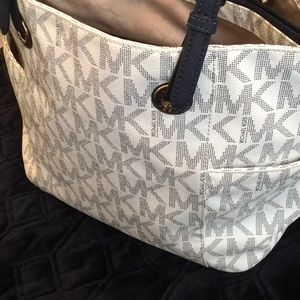 Michael Kors tote white and navy blue